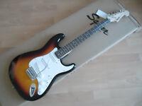 SQUIER  FENDER Stratocaster Bullet 3 color sunburst , chitarra elettrica Nuova!
