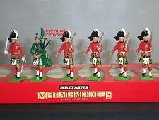 Britains 7239 GORDON HIGHLANDERS Officer PIPER + 4 uomini giocattolo soldato Figure Set