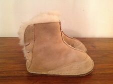 UGG Australia Baby Boots Size US L approx 18-24 months Size 6 / 7 Infant
