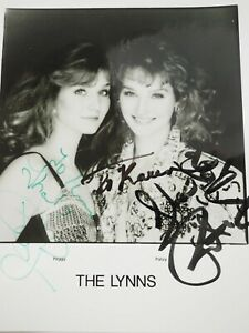 """The Lynns Peggy & Patsy Autographed Press Publicity Fan Photo 8 x 10"""""""