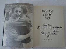 The book of soccer N°9 - Autographed by Bobby MOORE - West Ham England WC1966