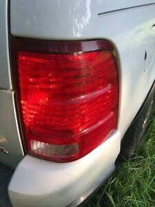 2002-2005 Ford Explorer Replacement Tail Lights Brake Lamps Passenger Right Side