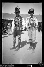 Portrait garçons costume traditionnel folklore  ancien négatif photo an. 1930 40