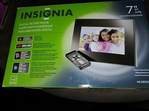 "Insignia 7"" Widescreen LCD Digital Photo Frame NS-DPF0712G black/silver"