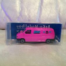 Beka - Modellbau 1/87 HO Scale 01129 Dresden Wahnsdorferstrabe Pink Van MIB!!