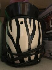 Scentsy Zebra print needs new bulb but other than that works great