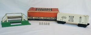Lionel #3472 Refigerated Milk Car and Platform with 5 Jugs and Box