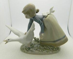 Lladro Figurine #5553 Wild Goose Chase Girl Chasing Goose Artist Signed Vintage