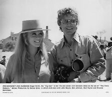 Photo originale Ann-Margret Roger Smith The Train Robbers tournage caméra