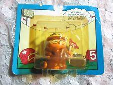 MIP Garfield Football Fan Figurine in Package, Vinyl Fun Farm by Dakin, Sports