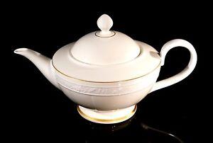 Beautiful Villeroy Boch Heinrich Ivoire Large Teapot