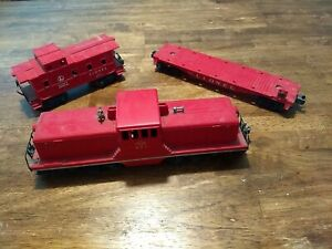 Vintage Lionel Train Lot: 627 Switcher, 6257 Caboose, and 6818 Flat Car