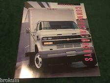 1993 CHEVROLET CHEVY COMMERCIAL TRUCKS  52 PAGE DEALER SALES BROCHURE (BOX 635)