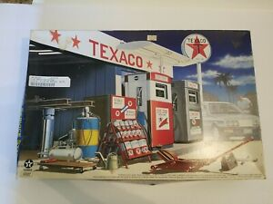 1/24 Scale Texaco Gas Station By MRC