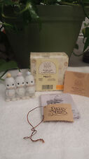 """PRECIOUS MOMENTS """"WE HAVE COME FROM AFAR"""" 526959 PENGUINS W/GIFTS/MINI NATIVITY"""