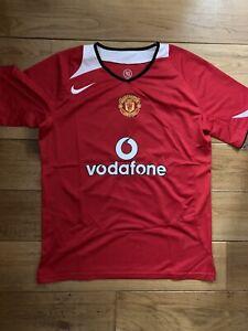 Manchester United 2005 Large Shirt - Ronaldo Print