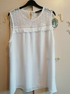 LADIES WHITE SLEEVELESS TOP SIZE 16 MATERNITY FROM NEW LOOK