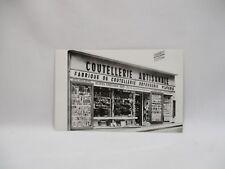 CPA CARTE PHOTO PUBLICITAIRE DEVANTURE MAGASIN COUTEAUX COUTELLERIE THIERS 63