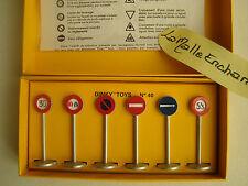 DINKY TOYS Edition ATLAS BOITE DE 6 PANNEAUX DE SIGNALISATION DE VILLE REF  40