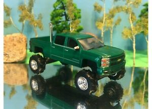 1/64 Custom Lifted Chevrolet Silverado Christmas Green G5 Lift Kit, Rear Exhaust