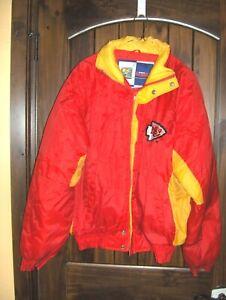 #818*- KANSAS CITY CHIEFS NFL FOOTBALL WAIST LENGTH FILLED COAT, JACKET- SIZE XL