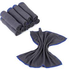 Accessori e tessuti grigi senza marca per il bagno