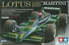 "TAMIYA 1:20 KIT LOTUS TYPE79 ""MARTINI"" 1979 CON PILOTA INCLUSO ART 20061"