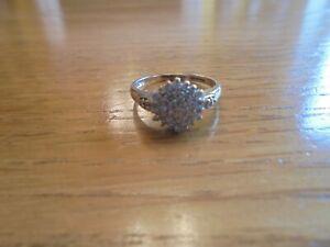 375 gold Diamond ring