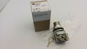 ALLEN BRADLEY 800T-H33A CYLINDER LOCK SELECTOR SWITCH 2 POS MAINTAINED SER T NIB