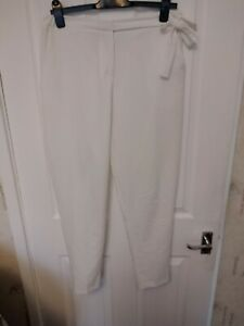 PREOWNED LADIES MISGUIDED WHITE STRAIGHT LEG TROUSERS BOW DETAIL SIZE 12 LEG 29