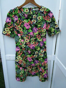 Ladies Mika & Gala short sleeve dress  Size 6