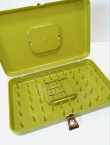 Vintage Wilson Wil-Hold Sewing Box Thread Holder Bobbin & Pin Metal Clasp Green