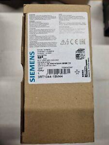 Siemens SIRIUS Leistungsschütz    3RT1044-1bm44   30 KW/400V   Neu in OVP