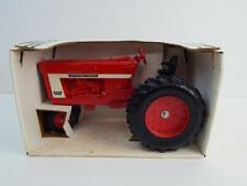 Scale Models Farmall International 966 1:16 Die Cast Tractor