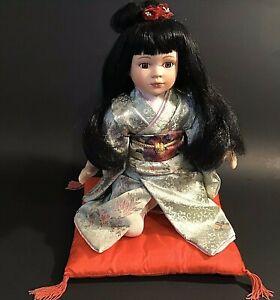 "JAPANESE GIRL DOLL KIMONO KNEELING ON RED PILLOW 12"" RED RIBBON VINTAGE"