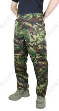 Pantalones de hombre en color principal verde de poliéster