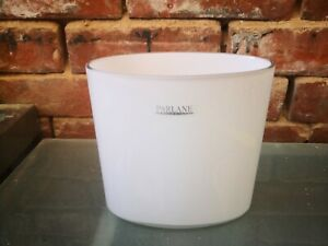 ELEGANT WHITE CASED CURVED GLASS VASE BY PARLANE WITH LABEL 16CMS X 16.5 WIDE