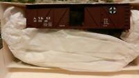 Walthers HO Santa Fe 40' Wood Outside Braced Boxcar Kit, NIB
