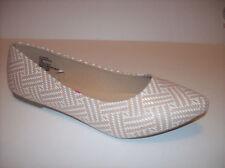 New WHITE MOUNTAIN Women's tan/white flat pointy toe ballet shoes US Sz 11M