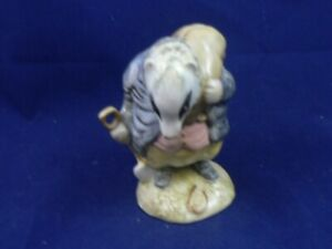BESWICK BEATRIX POTTER TOMMY BROCK ( handle out ) BP3a