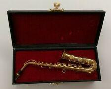 Saxophon-Modell-Geschenk, in schwarzem Koffer rot ausgeschlagen