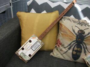 ONE STRING HOMEMADE FRETLESS ACOUSTIC/ELECTRO DIDDLEYBOW SLIDE CIGAR BOX GUITAR