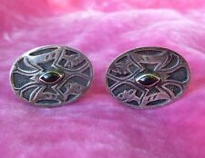 VINTAGE STERLING SILVER AND ONYX CUFFLINKS W TRIBAL DESIGN