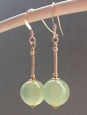 Hermoso Color Verde Pálido Jade Piedras preciosas pendientes en oro de 14ct