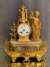 Pendule métal doré et albâtre personnage féminin à l'Antique XIXe Napoléon III