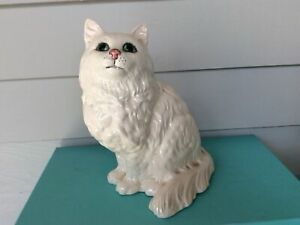 Beswick England WHITE PERSIAN CAT with Green Eyes #1867