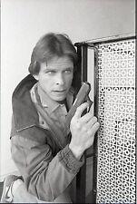 MARC SINGER HOLDS GUN PORTRAIT V THE VISITORS ORIGINAL '84 NBC TV PHOTO NEGATIVE