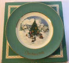 "Vintage Avon Collectors Christmas Plate 1978 ""Trimming The Tree"" England"