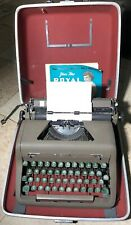 VINTAGE 1952 ROYAL QUIET DeLUXE TYPEWRITER w/CASE, FULLY WORKING, Collectible