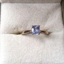 BELLISSIMO anello di Lavanda Blu Zaffiro 18 KT ORO BIANCO SOLITARIO ANELLO moderno